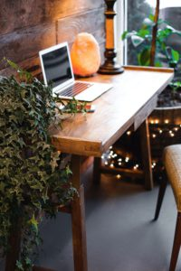 himalayan-salt-lamp-near-laptop-on-wooden-table